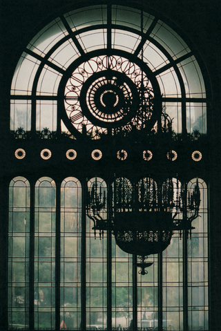 park-plaza-hotel-art-deco-window-and-chandelier