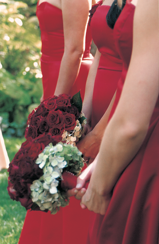 bridesmaids-in-sleek-red-dresses-with-red-bouquets
