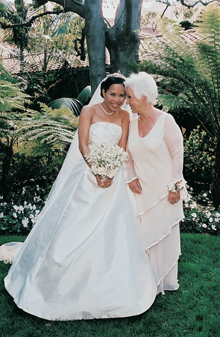 bride-with-her-mom-in-garden-area-of-resort