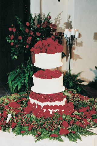 rose-petals-on-three-layer-wedding-cake