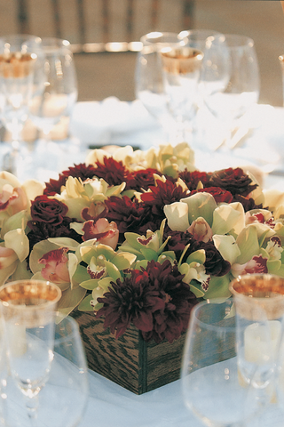 red-and-green-flowers-in-wood-centerpieces