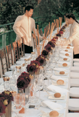 long-rectangular-table-with-short-centerpieces