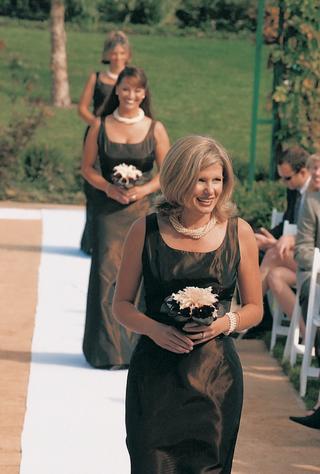 bridesmaids-walk-down-aisle