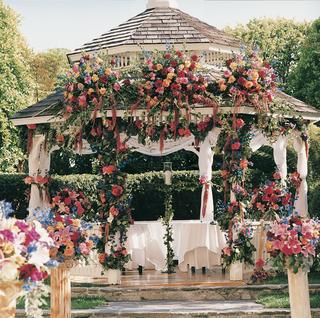 flowers-decorate-ceremony-gazebo