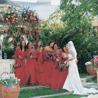 bridesmaids-in-red-gowns-and-shawls