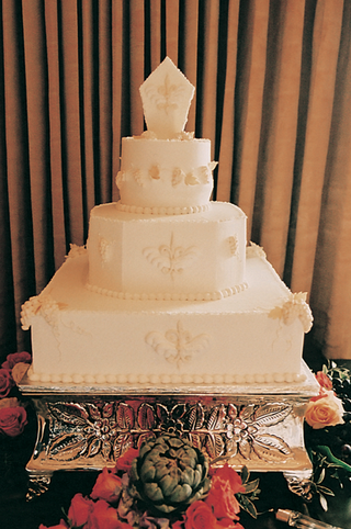 white-wedding-cake-with-fleur-de-lis-design