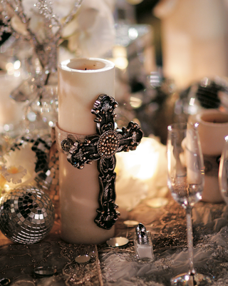 reception-centerpiece-with-silver-gothic-cross-on-candle