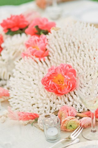 hawaiian-sea-coral-with-pink-flowers-inside
