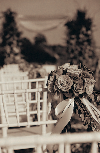 black-and-white-photo-of-wedding-ceremony-flowers