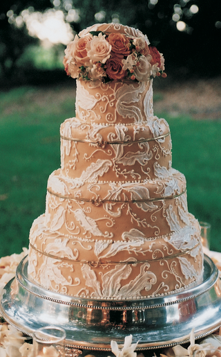 cake-decorated-with-neutral-frosting-and-white-designs