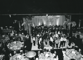 black-and-white-image-of-wedding-guests-on-dance-floor
