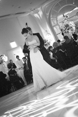 black-and-white-image-of-bride-and-grooms-first-dance
