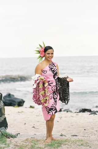 hawaiian-woman-holding-leis-and-kukui-nuts