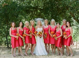 bridal-party-outside-in-sonoma-california