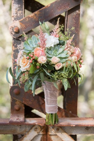 bride-succulent-rose-greenery-berry-leaf-wedding-bouquet-rustic-elegant-theme-barn-wedding