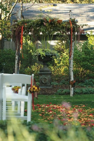 birch-tree-wedding-arch-with-green-leaves-and-fall-foliage