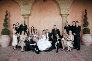 bride-and-groom-with-bridesmaids-and-groomsmen-at-country-club