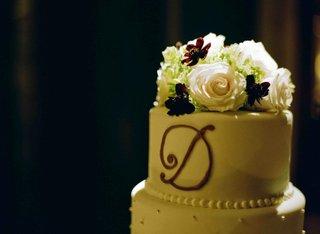 round-white-wedding-cake-with-monogram