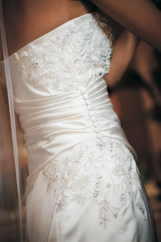 vera-wang-wedding-gown-with-beading-and-embroidery-gathered-by-buttons-on-one-side