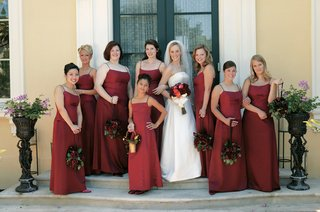 bridesmaids-and-flower-girl-in-red-dresses-with-bride