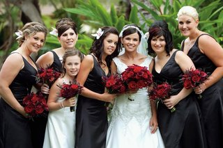 bride-with-bridesmaids-holding-red-bouquets