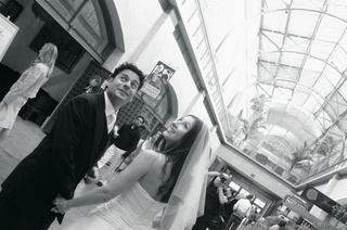 black-and-white-photo-of-bride-and-groom-in-san-franciscos-ferry-building
