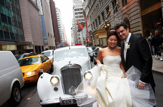 bride-and-groom-in-middle-of-new-york-city-street