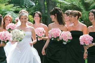 bridal-party-in-strapless-white-and-black-gowns