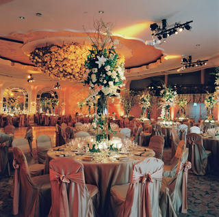 ballroom-wedding-with-lots-of-flowers-at-beverly-hills-hotel