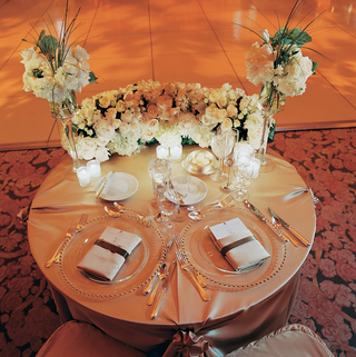 gold-linen-wedding-couples-reception-table-with-white-roses