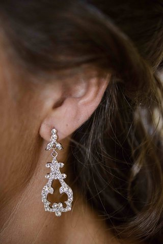 chandelier-drop-earring-with-sparkling-crystals