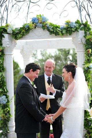 bride-and-groom-exchanging-vows-outside
