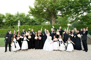 bride-and-groom-with-bridal-party-in-the-gardens-of-oheka-castle