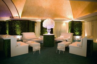 cocktail-hour-lounge-space-with-greenery