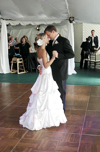 bride-and-groom-dancing-on-dance-floor