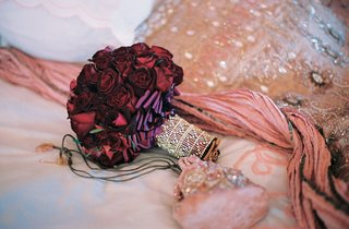 burgundy-roses-and-pink-velvet-wedding-purse