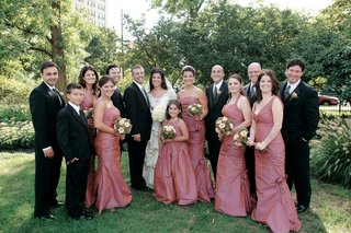 bride-and-groom-with-groomsmen-and-bridesmaids-in-ruched-dresses