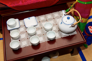 teapot-with-teacups-for-korean-tea-ceremony