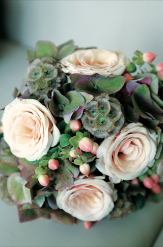 bouquet-with-peach-rose-and-green-hydrangea-flowers-and-scabiosa-pods