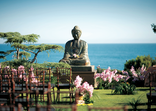 meditating-buddha-statue-faces-oceanfront-ceremony