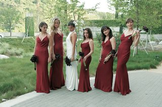 bridesmaids-with-bride-in-slim-fitting-burgundy-dresses