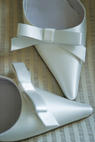 pointy-white-satin-bridal-heels-with-bow-detail