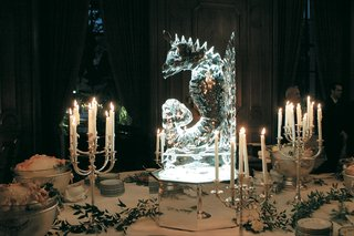 seahorse-ice-sculpture-on-mirror-stand