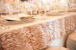 wedding-reception-pink-ruffle-border-on-tablecloth