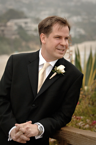 single-rose-with-wrapped-stem-on-groom