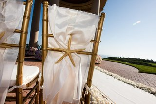 ocean-inspired-ceremony-chairs-in-gold