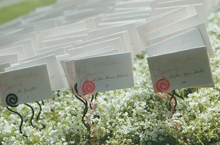 white-escort-card-with-pink-lettering