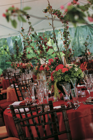 red-and-orange-linens-with-tall-centerpieces