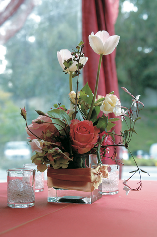 small-pink-and-white-flower-centerpiece
