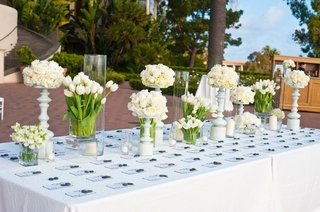 seating-cards-on-table-with-white-flower-arrangements